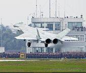 CG重现2011号歼20首飞上百人观看盛况