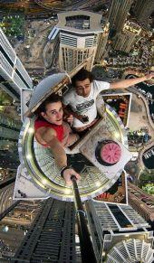 冒险家攀爬迪拜高楼 秀极限瞬间心惊肉跳