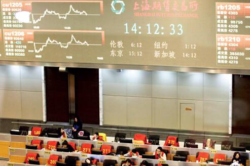 专家认为,能否吸引国际投资者的参与是中国原油期货成功的关键。CFP