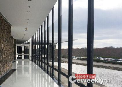 p77-2位于约克敦海茨高地的IBM 沃森研究中心装修风格朴实简单,办公环境与硅谷地区形成鲜明的对比。《中国经济周刊》记者 张璐晶I 摄