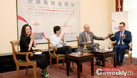p29 《中国经济周刊》副总编辑杨眉(左一)出席在波兰驻华大使馆举行的科勒德克新书发布会。《中国经济周刊》记者 肖翊I 摄