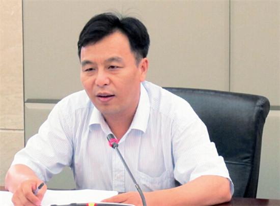 """p49-2 惠州市發展和改革局局長胡建斌表示,入駐""""中介超市""""的條件還會進一步放寬。"""