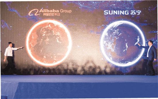 p57-8月10日,阿里巴巴集团与苏宁云商集团宣布达成全面战略合作。马云与张近东在发布会现场笑着走向对方。