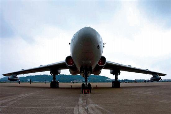 "p31+顾雏军认为,通用航空飞机产业、油服行业、机器人行业等,目前较为适合""引资购商""。"
