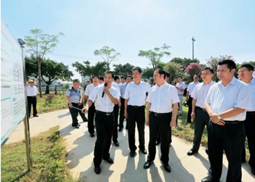 p36+惠州市委副書記、市長麥教猛在仲愷高新區委書記鐘一爾的陪同下在陳江街道澄海村調研。