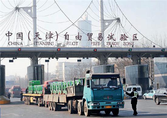 p43-1 爆炸发生前天津港区域内的景象。
