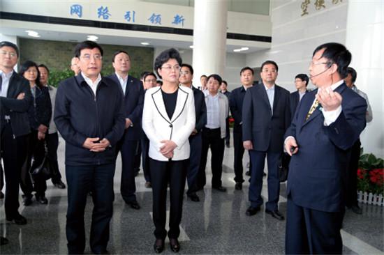 p43-5月10日,国家工信部部长苗圩在宁夏回族自治区、银川市领导陪同下调研银川iBi中心。