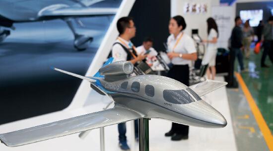 p32 9月17日,河北石家庄,来自国内外40余家通用航空的100余架飞机参加爱飞客飞行大会。CFP