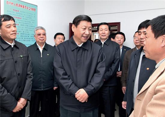 p6+2011年4月10日,时任中共中央政治局常委、中央书记处书记、国家副主席习近平在安徽省阜阳市调研经济社会发展情况。