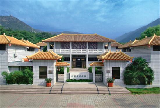 p19-2+淮北刘开渠纪念馆坐落在 4A 级风景区相山公园