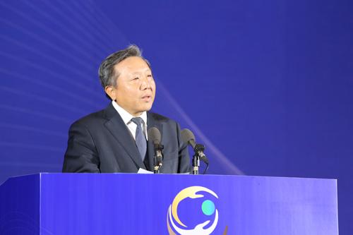 中国人民大学校长助理、金融与证券研究所所长吴晓求发表演讲