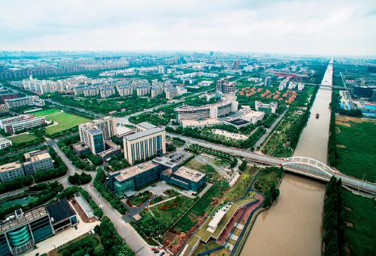 左图为张江高科技园区全景.ic
