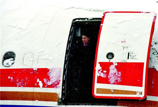 """p49-2 2015 年11 月22 日受大雪影响,首都机场多个航班取消,并宣布""""22 日19 时至23 日8 时不再接收进港航班""""。"""