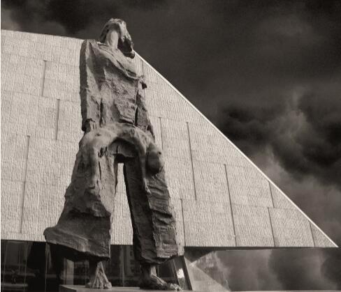 p85-侵华日军南京大屠杀遇难同胞纪念馆主题雕塑——《家破人亡》