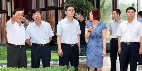 p6+2015年6月,韶关市委书记蓝佛安在仁化调研