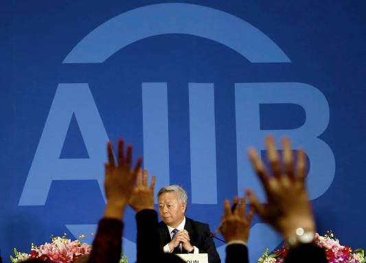 p23 1 月 17 日,当选亚投行(AIIB)首任行长的金立群在北京举行了上任后的首场记者会。