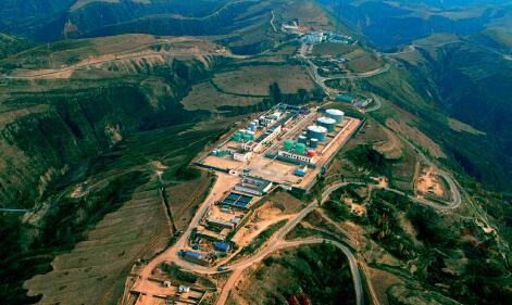 p57-2013 年,长庆油田年产油气当量突破5000 万吨,在祖国西部建起了一座石油天然气能源基地。