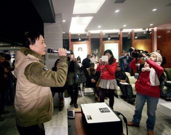 p16-1 2013年,景德镇美院美术馆 溯源原创陶瓷绘画展