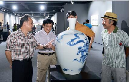 p16-3 2014 年8 月, 上海龙美术馆 溯源——龚循明陶瓷绘画展现场