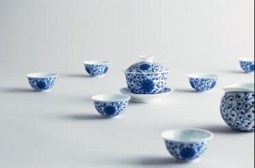 p76-3 《缠枝莲花》茶具