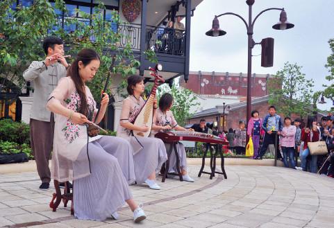 """p49(3)上海迪士尼乐园中的""""中国元素""""。"""