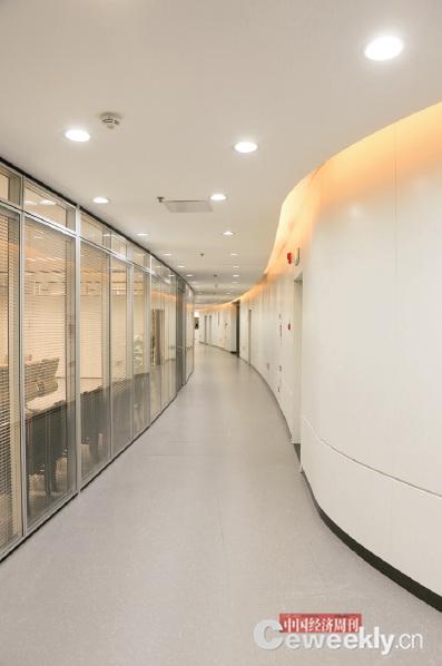 p53-2 這樣的走廊,似乎應該有一雙滑板鞋……_副本