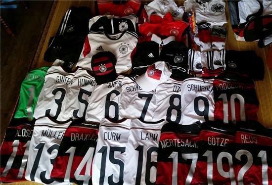 2014年等了24年的冠军,图为德国十四的部分球衣收藏