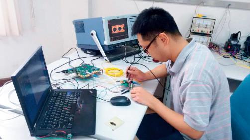 p43(2)博为工程师对封装好的芯片进行全面功能指标测试