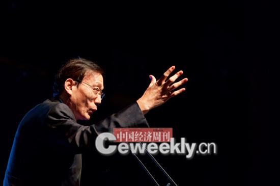 p14-4 国务院发展研究中心原副主任刘世锦开幕式上发表主旨演讲。_副本