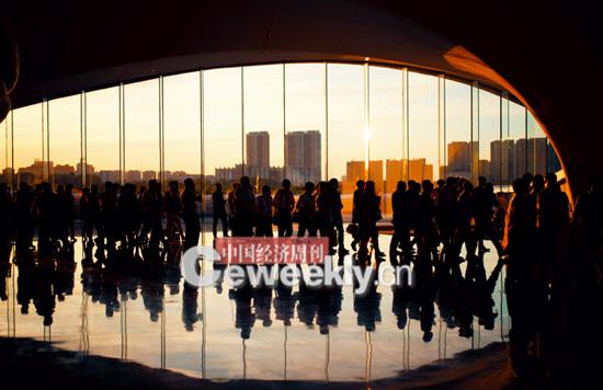 p10 嘉宾们步入哈尔滨大剧院。_副本