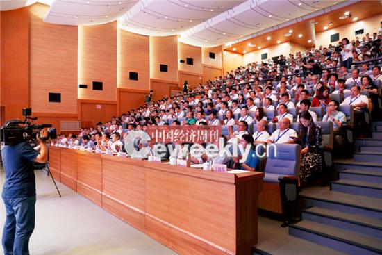 p17-1 论坛现场座无虚席。