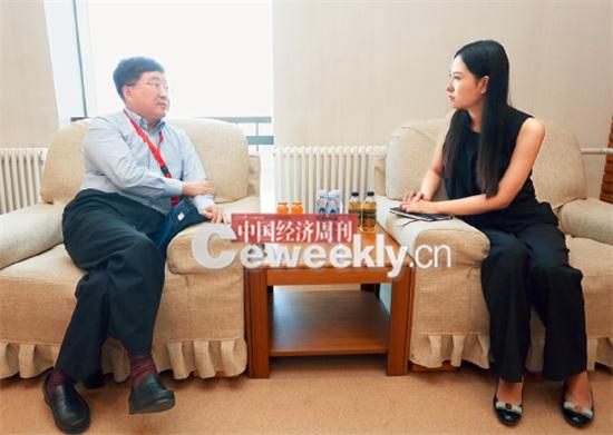 p25-1 上海张江高科总经理葛培建(左):这个问题问的好