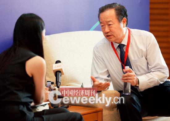 p24-3 国务院参事陈全生:姑娘你慢点问,让我抽空喝点水呗_副本