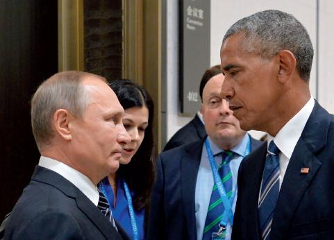 """p133(1) ?#31449;?#19982;奥巴马""""深情对视""""。"""