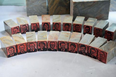 p133(2) 二十国集团领导人肖像印章雕工精湛、栩栩如生。