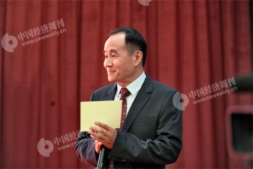 p15(1)《中國經濟周刊》總編輯季曉磊主持論壇開幕式。