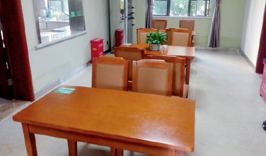 p41-4 养老服务网点餐厅_副本