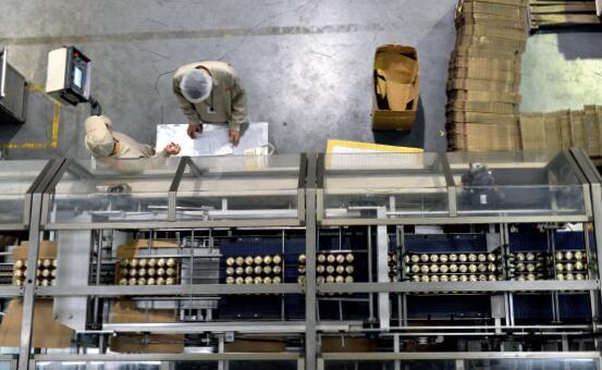 p70 2016 年1 月29 日,加多宝东莞工厂的生产车间,这是加多宝最早的工厂。CFP