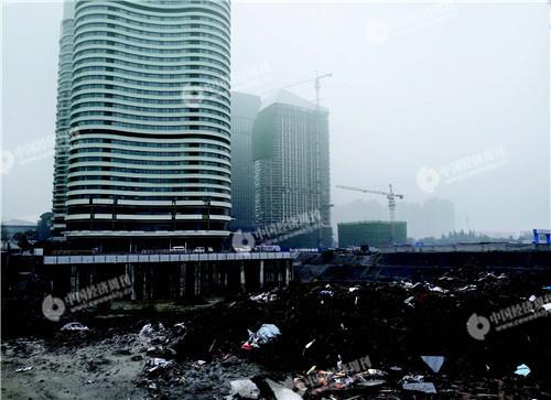p56-中南建设正在开发的CR0504 地块工地《中国经济周刊》记者 刘照普I 摄