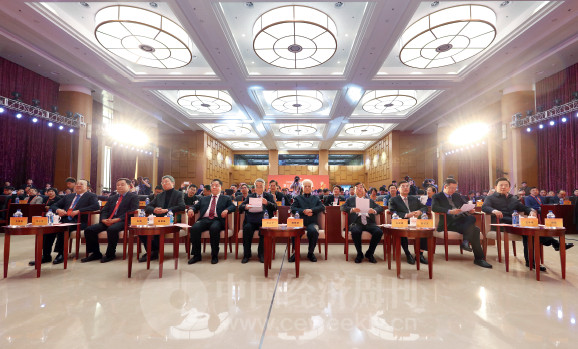 p6 12 月3 日,由人民日报社、工业和信息化部共同指导,人民日报社中国经济周刊、工信部工业互联网产业联盟联合主办的第十六届中国经济论坛在北京举行。