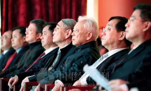 "p10(2)出席论坛的领导们对""供给侧结构性改革与中国经济新动能""这一论坛主题给予了高度关注。"