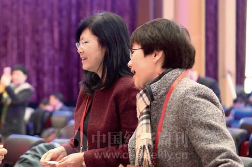 p10(4) 工信部信息通信管理局局长韩夏、工信部中国信通院院长刘多出席论坛