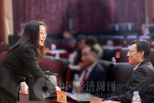 p12(7) 《中国经济周刊》副总编杨眉、央行金融研究所副所长纪敏