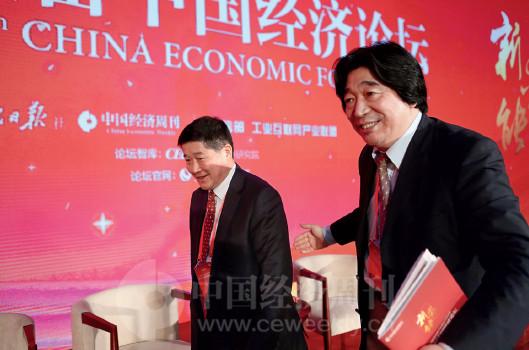 p15(4) 央视证券资讯频道总编辑钮文新与吉林九台农商银行行长张海山参加对话