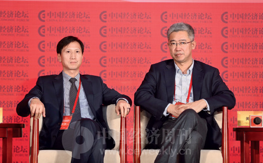 p73 东土科技董事长李平与曙光云计算总裁关宏明在对话现场。
