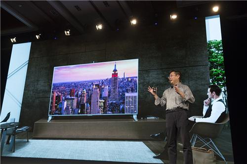 风靡美国的爆款85吋超级电视uMax85首次登陆国内