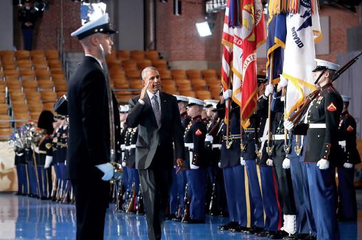 p44这是美国总统奥巴马任内最后一次检阅美军。1 月20 日特朗普将正式就任美国总统,奥巴马已经开始为离开白宫做准备了。据报道,奥巴马一家即将在华盛顿一栋豪宅开启新生活。