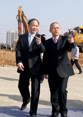 p62 科力远董事长钟发平与吉利汽车董事长李书福