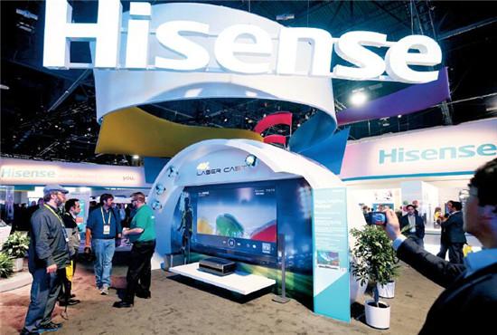 p54 海信展台上的全球首款100英寸4K激光电视,不再采用传统电视的物理屏幕。