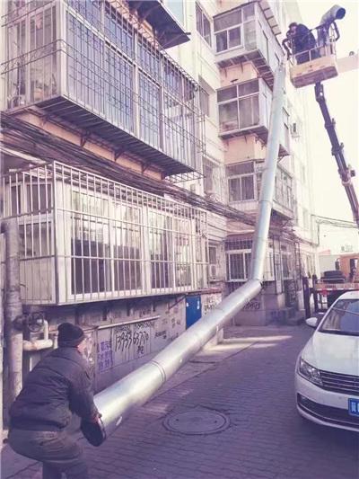海港区建设大街街道文建里小区依法拆除违建